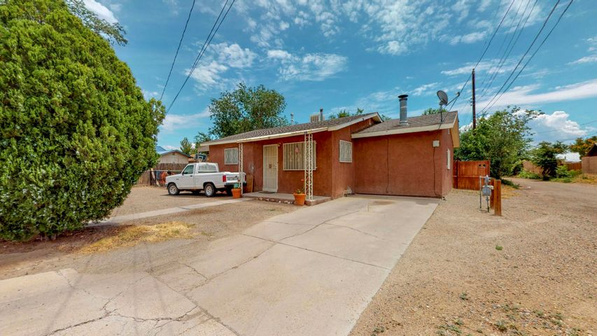 Great location for this beautiful 2 bedroom/1 bath home in the heart of Belen.  Easy access to schools, shopping and Belen Train Station.  Spacious backyard includes a covered patio, grass and a fire pit.  This property also has a detached 464 sq ft heated and cooled garage/possible in-law suite with its own bathroom.  The main house bathroom includes a handicapped accessible toilet.