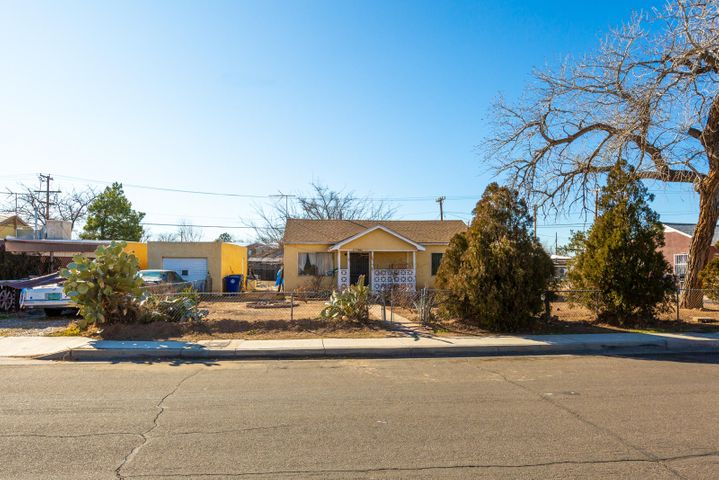 Being sold for land value only. Large rectangular lot in north valley, Central location close to freeway, Old Town, North Valley, Downtown and more. This lot has tremendous possibilities. Build you dream home, or use the existing home as a starting point.