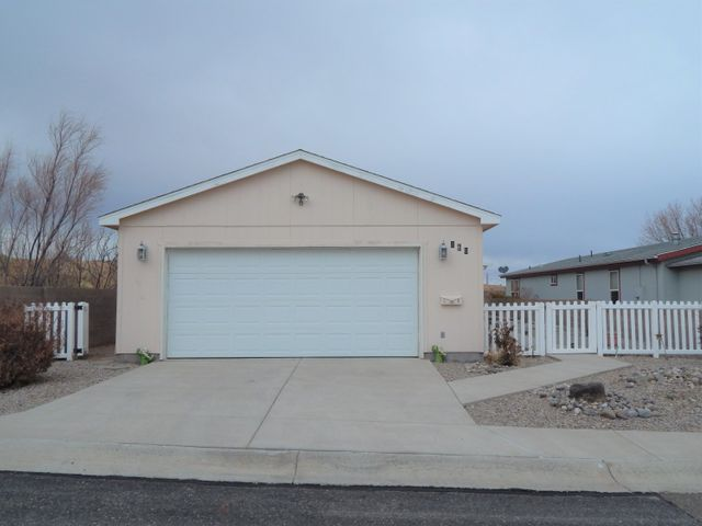 Active Adult 55+ Gated Community!  Clubhouse, indoor heated swimming pool!  Planned activities clubhouse w/full kitchen, library, computer room and card room!  Pond & waterfall plus plus recreational building with enclosed heated lap pool.  Exercise room, billiards room and covered outdoor patios.  Only short 30 minute drive to Albuquerque.  Beautiful Cavco, 3 bedroom + study, 1-3/4 bath home with 2-car garage.  Refrigerated air conditioning. Formal dining area and breakfast nook with spacious kitchen, center island and lots of cabinet and counter space. Split master bedroom with a study and separate entrance off the kitchen.  Large covered patio and situated at the end of a quiet street.