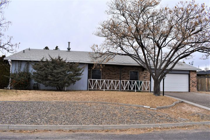 ***ON-LINE AUCTION*** AMAZING OPPORTUNITY*** to own this great home on over-sized corner lot with double backyard access. OPEN HOUSE on Sat. Jan. 25th and Sun. Jan. 26th 2020 from 10am to 5pm.  Home in desirable close in Rio Rancho area. All appliances convey with home, finished over sized 2 car garage (21.5 ft x 29 ft). This is not a bank owned or short sale. Sellers have chosen to sell by public on-line auction. All offers to be placed through on line bidding site. All buyers must pre-register on bidding site prior to bidding.  On-line auction closes on Thur. Jan. 30th at 5pm. All traditional financing will be accepted.