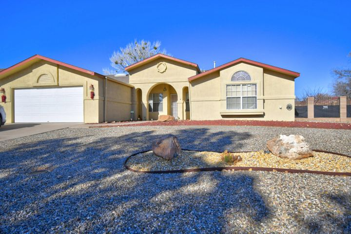 Beautifully kept home in the desired community of River's Edge on a perfect corner lot with tons of parking and possible backyard access.  The home features a large living area and large kitchen with dining area and fireplace.  This floorplan was widely popular with a huge master bedroom and bathroom.  Tons of light in the home and beautiful mountain views from the front!  This home is a must see.