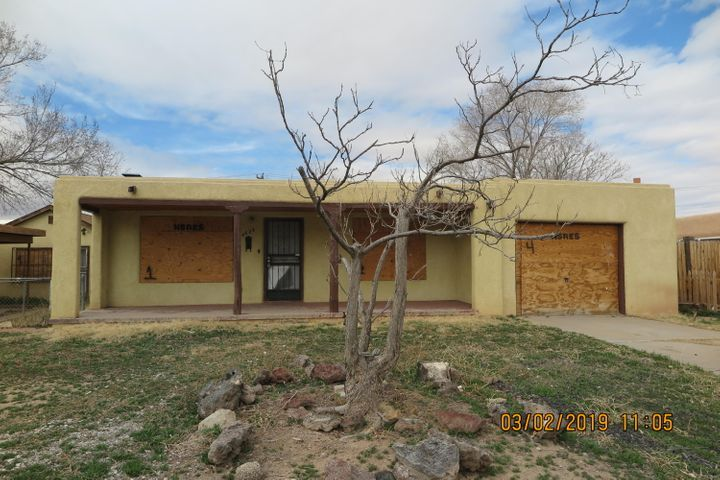 North valley home with casita/studio. Some hardwood floors in main house. Casita is 430 SQFT, 1 BDR, bath and LR. Auction date 01/19/2020-01/21/2020