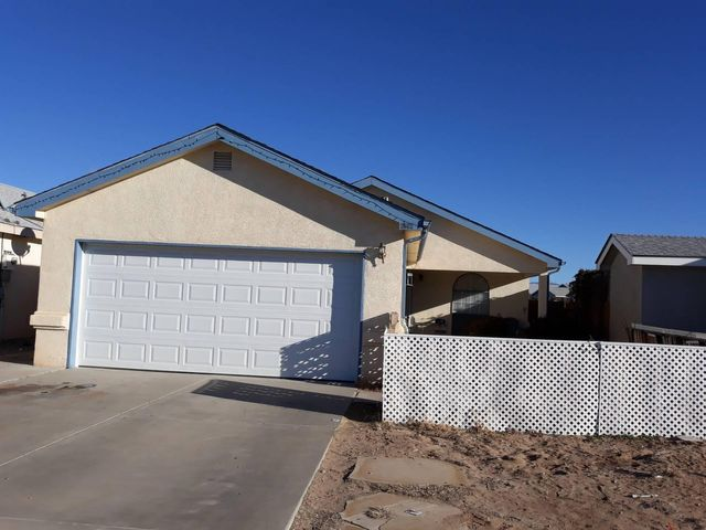 Great starter home in Los Lunas. Single story 2 car garage. Enjoy 3 bedrooms 2 bath. Move in ready. Open floor plan. Make this a must see.