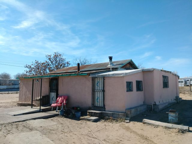 Cozy home on 1 Acre lot, Great opportunity on this property with views of Albuquerque. Please call for more information and viewing appointment. NEED 24-48 HR NOTICE / SCHEDULING. Property contains main home**PLUS non-permanent foundation 3BED trailer in back with separate driveway. Trailer can be transferred with/upon sale of property. HURRY WONT LAST!!