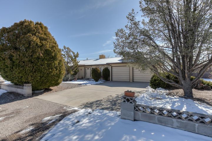 Well maintained 3 bd/2 ba home on 1/2 acre lot, near conveniences. This home offers handicapped accessible features in ''FLex Room'' off the dining area. Welcoming entry, open living room and large dining space.  Sunny & Bright remodeled kitchen:tile floors,  granite counters, ''soft close'' cabinet doors & drawers and Peninsula/Dining Bar w/ pendant lighting. Secondary bedrooms are large, Master bedroom offers 2 closets.  2 car attached garage is 23' deep.  Lot offers very wide side yards if backyard access is desired or needed.  Large covered patio & Mtn views. Low maintanence yard and shed conveys.  Much to appreciate about this home.  Make appt to see today!