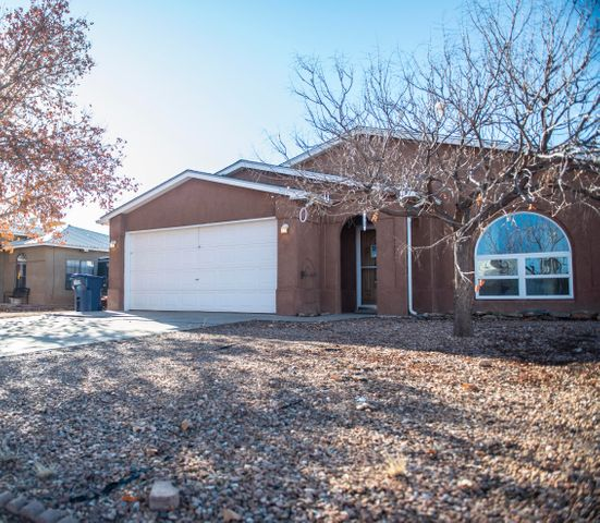 Beautiful home in the Mountain View subdivision. Minutes from Main St and I-25. Don't miss this great opportunity. Wood floors throughout, skylights in kitchen and both full bathrooms.Fireplace for those cold winter nights. Bonus green room for your design. Call for a viewing!