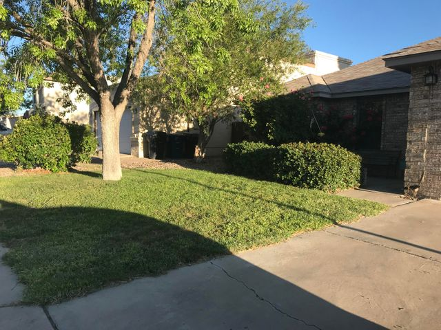 Great 3 bedroom 2 full bath home located in a well established and sought after area. Close to Paseo Del Norte and shopping