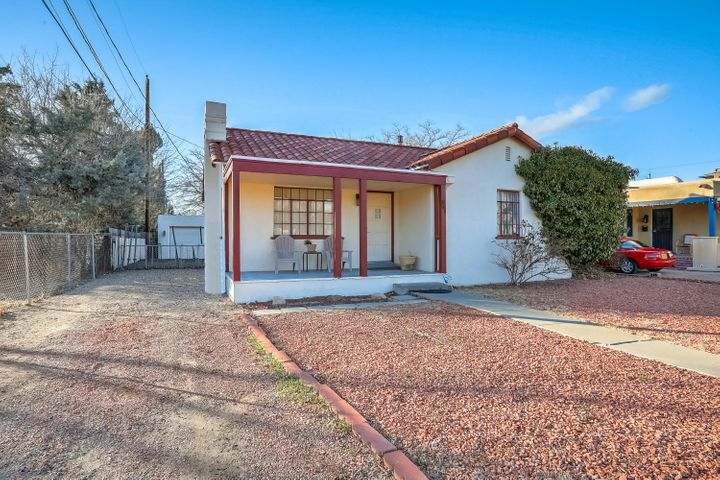 This adorable, welcoming home is flooded with natural light and offers 2 bedrooms and 1 bath with all the excitement and entertainment of downtown living just blocks away!  Don't let this gem get away!