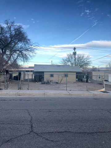 Priced to sell! 2bd 1ba home has room for great potential.  New Stucco paint and Interior paint has been completed.  Lot is great size and has some excellent potential.