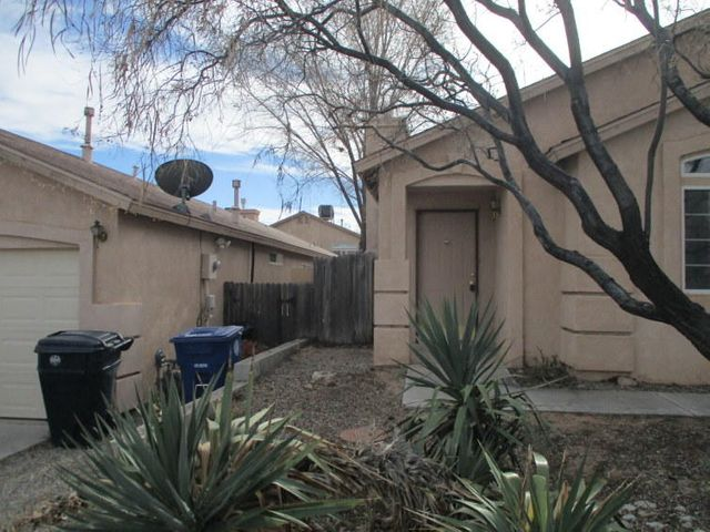 Seller does not pay customary closing costs: including title policy, escrow fees, survey or transfer fees. 2 bedroom 2 bath home. Laminate wood floors. Fireplace. Contains covered patio. Wonderful starter home.Property may qualify for Vendee Financing.