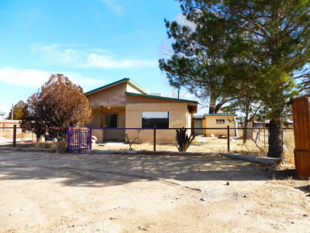 1046 sq.ft. adobe/frame home with possible commercial potential. High traffic area, close to the new approved I-25 interchange connection.Located in the Village of Los Lunas. House needs some TLC