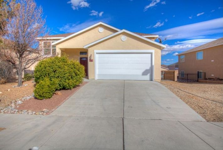 Come see this beautiful multi-family home in Los Lunas in Hunning Ranch. Just off of I-25 and 203 exit. Easy access to the freeway going North or South. Close to shopping, parks, and resturants. New stainless steel appliances and refrigerated air. Gas connection on back rear patio for easy BBQ grilling! Don't miss out on this beauty!
