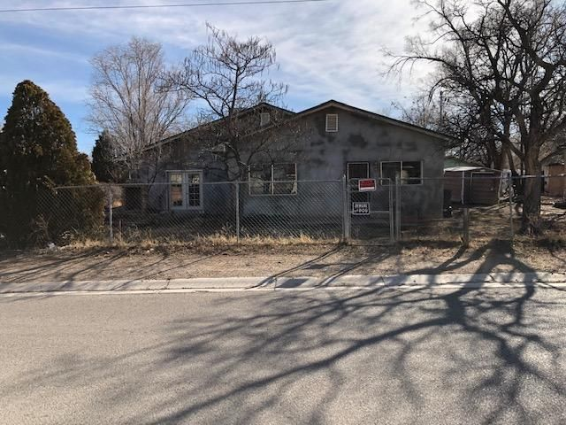 Great Casita! This home needs some updating and repairs but what an amazing find so much potential here! Spacious rooms, private yard, near schools, shopping and amenities, spacious living room, private fenced front yard entry. Excellent Price and you can fix up while you occupy! Come take a look!