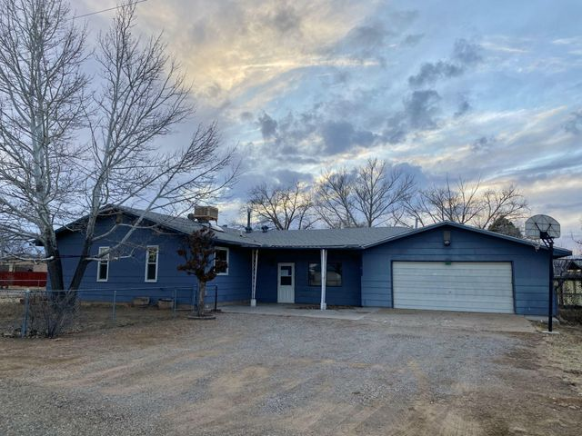 Located on a spacious corner lot and justminutes off I-40. Opportunity knocks... This HUD home qualifies for just $100 down for FHAbuyers! Equal Housing Opportunity. HUD case#361-268772 / listed IE (FHA insurable with upto $10,000 buyer repair escrow). HUD homes aresold AS-IS w/all faults; no pre-closing repairs orpayments will be made for any reason. Homeeligible for FHA 203K financing (when buyerscan borrow more than price to renovate to theirdesire). Outstanding possibilities! For Utility Turn Ons: Buyer pays all fees to get utilities on with accepted bid + $150 FSM deposit. Approval must be granted by HUD's field service manager. PCR and disclosure available but not to replace home inspections. To submit bids visit HUD Home Store.