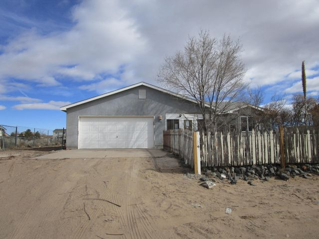 Mountain views 3 bedroom Wallen home with an open kitchen and living area, SPACIOUS Backyard with access and for plenty of toys. Enclosed 275 sf patio.