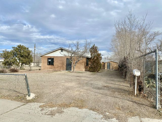 Bring your handy skills and make this centrally-located downtown casa perfect... Qualifies for just $100 downpayment for FHA buyers too! Guest house not included in advertised square footage. Equal Housing Opportunity. HUD case #361-347814 / listed UI (FHA un-insurable; needs over $10,000 in repairs to meet FHA minimum financing standards). HUD homes are sold AS-IS w/all faults; no pre-closing repairs or payments will be made for any reason. Home eligible for FHA 203K financing (when buyers can borrow more than price to fix / renovate to their desire). Outstanding possibilities! For Utility Turn Ons: Buyer pays all fees to get utilities on with accepted bid + $150 FSM deposit. PCR and disclosure available but not to replace home inspections. To submit bids visit HUD Home Store.