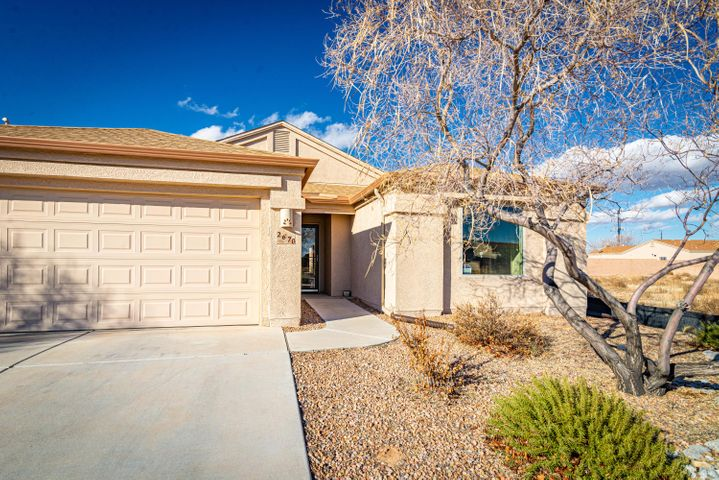 What a Great home located in one of the few gated communities in Los Lunas! This home offers a big open kitchen, vaulted ceilings, tile floors in main living areas, a large master walk in closet, covered patio and landscaped back yard, perfect for beautiful NM weather. Don't miss a chance to be in this great growing community. Schedule your showing today!