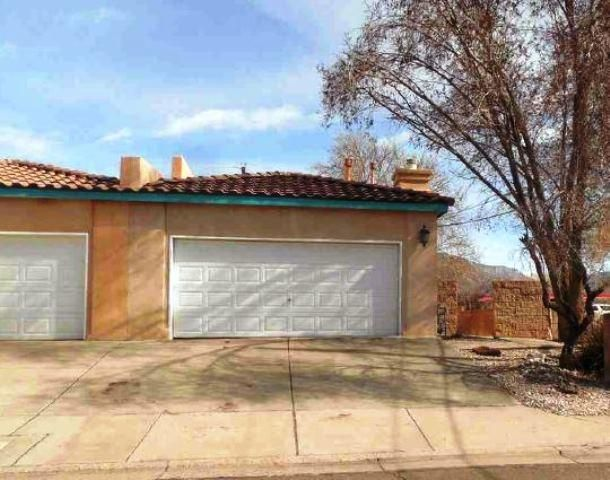Nice townhome centrally located close to schools and shopping. Property features 3 bedrooms, 2 baths, an open kitchen with breakfast bar that overlooks aspacious living room with corner fireplace that has lots of natural light. Theproperty is in need of some TLC but has a great layout.
