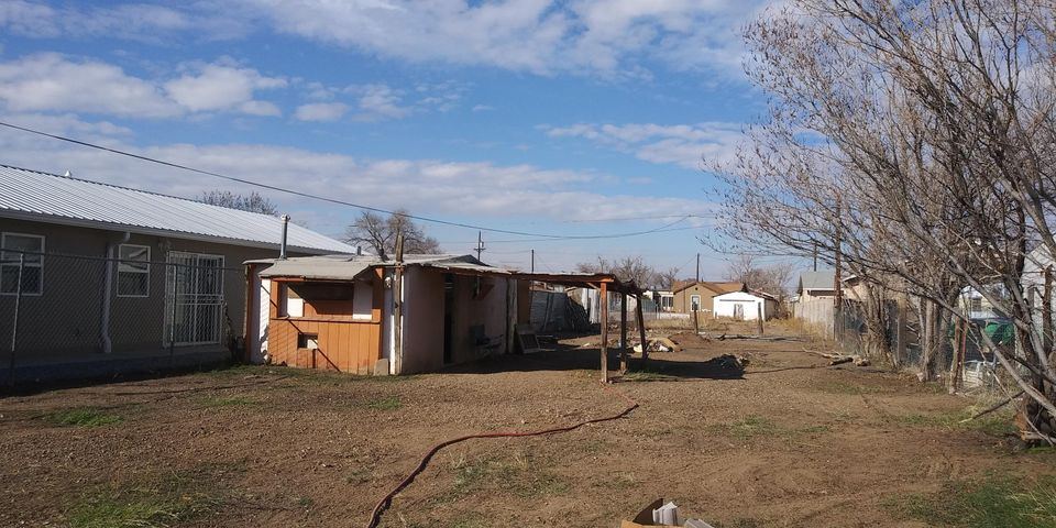 Great opportunities and potiental for this 660sq' 2 bedrooms / 1 3/4 bath on a large lot .19Ac it was rented as if for  650.00  There is a small storage / workshop that has electric, water, and gas in the middle of property.  Plenty of room to grow. Close to the freeway and Downtown sold As Is.