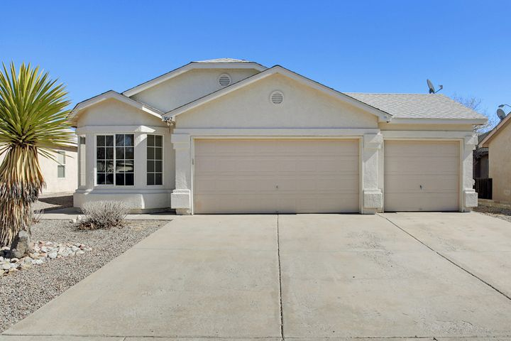 Don't miss out on this lovely DR Horton (Bison Model) 3 car garage beauty in Northern Meadows! New roof and stucco in 2017! New carpet, paint, and AC unit in 2019! Great floor plan with tons of natural light. Spacious kitchen with gas range and an island. Soaring ceilings in kitchen, main living area, and master. Easy care landscaping in front.
