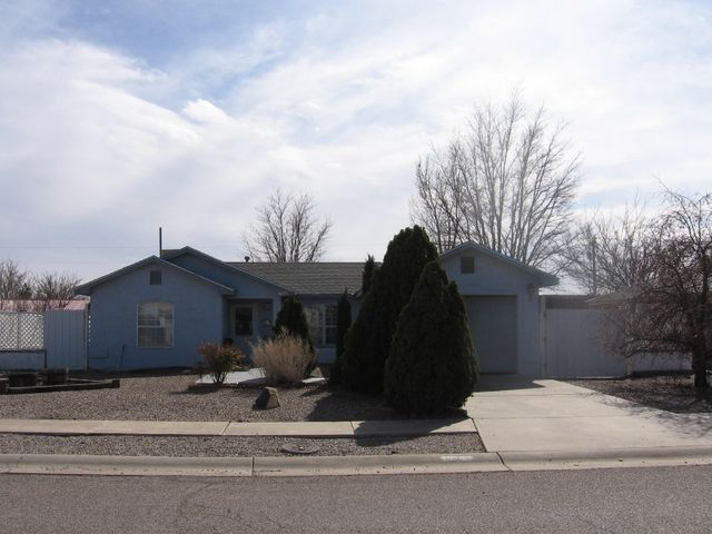Really nice home, in nice area with nice views.  Definitely move in ready with new appliances, new carpet, new paint.  Very nicely maintained by current owner.  Covered back porch/ patio, fenced backyard and gravel front with gorgeous evergreen trees.  All appliances included.