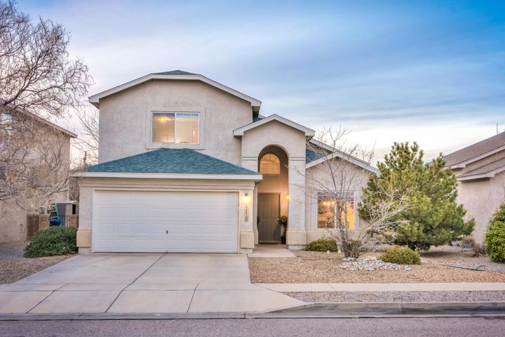 Beautiful Ventana Ranch home in ideal cul-de-sac location.   *New Roof installed in 2017!*  Tall vaulted ceilings throughout main living area, with room for formal dining, or extra large living room. The Master is downstairs, with a large walk-in closet and linen closet! The loft can be used as a game room, office, or can be turned into another bedroom if needed. Each bedroom has a large walk-in closet. Beautiful backyard with lots of grass and fully shaded in the summer months.  The neighborhood is well-cared for, with a pool, tennis court, walking paths throughout, and many parks! Such a great home in a fabulous location!