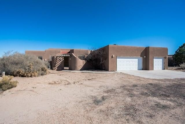 Nice single story home on a 1.01 acre lot. Property features 3 bedrooms, 2.5 baths, a large kitchen with center island and spacious living room with a cornerfireplace lots of natural light. Great Southwest accents throughout the home.
