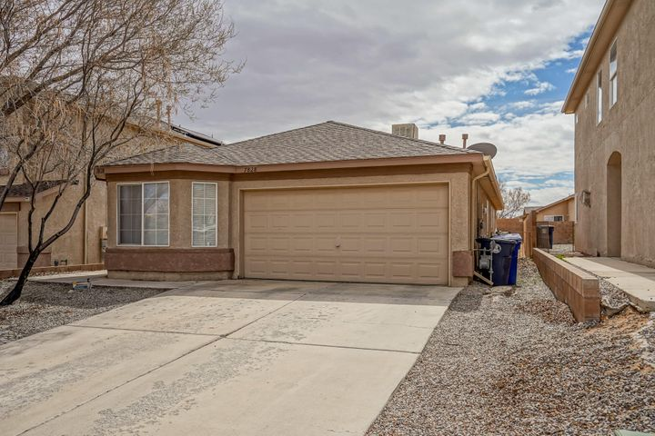 Lovely Ventana West home ready for a new family! Extremely well cared for home. Open concept. The home has wood grain tile throughout most of the home. This home is definitely won't last!