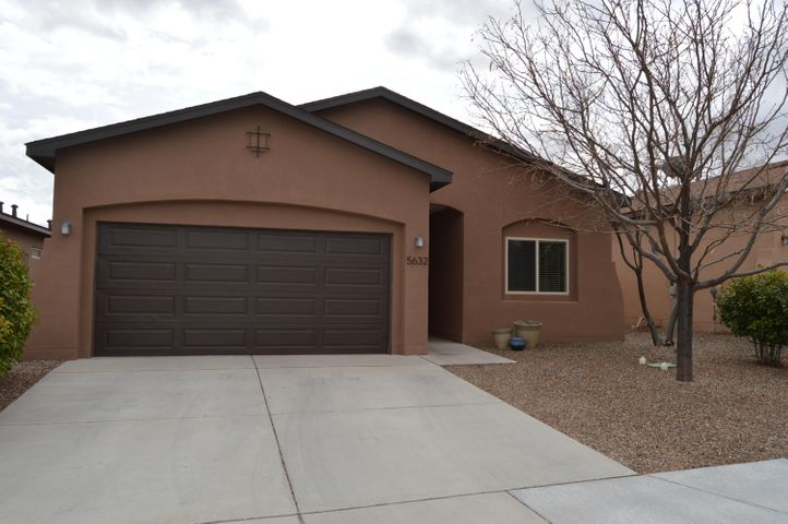 Abrazo home in Sundance Estates, 2 bedroom, 1 bath, 2 car garage, Raised Ceilings,  Country Kitchen with a breakfast bar, pantry,  Great Room, Master bedroom has 2 closets, Refrigerated Air, Skylight, Light Bright and open floor plan, Covered patio, walled backyard,    Home is Move in ready.