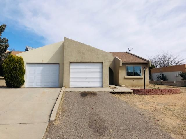 What A Great Find!  3 Bedroom Townhome In The Heart Of Rio Rancho. This home has a new roof and lots of potential. Dont Let This One Pass You By.  Freddie Mac First look thru 4/5/2020.
