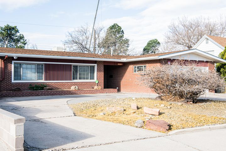 Dont miss this great opportunity in Sandia School District. Home has new windows, fresh paint, and a updated kitchen. Come see this Gem.