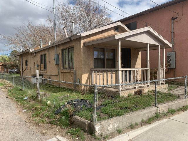 Downtown Investment Opportunity- fix & flip or rehab & hold! Calling all investors/handymen- perfect opportunity for sweat equity. Home is sold as is with all defects and faults (no pre-closing repairs or utility turn-ons).