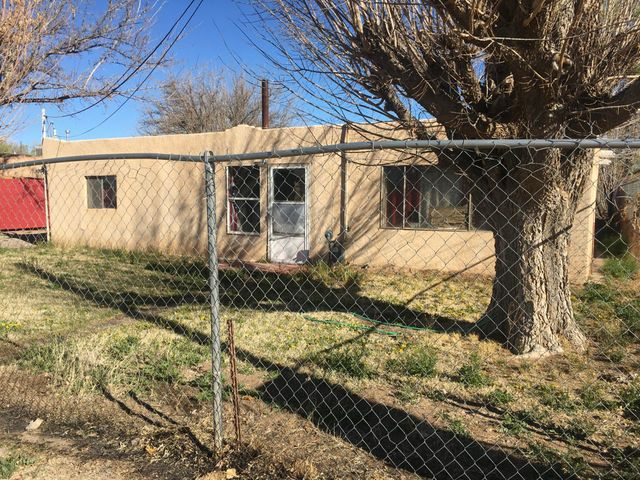 Great South Valley with  back yard access to a large size lot for all your toys, animals, working equipment. Room for RV, Boat, Etc. Good size rooms, close to main roads and shopping. Easy and quick to Airport, Kirkland AFB, Sandia Labs.