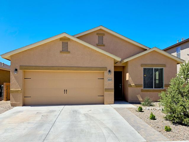 Great single level home featuring an open floor plan, granite countertops, and refrigerated air!