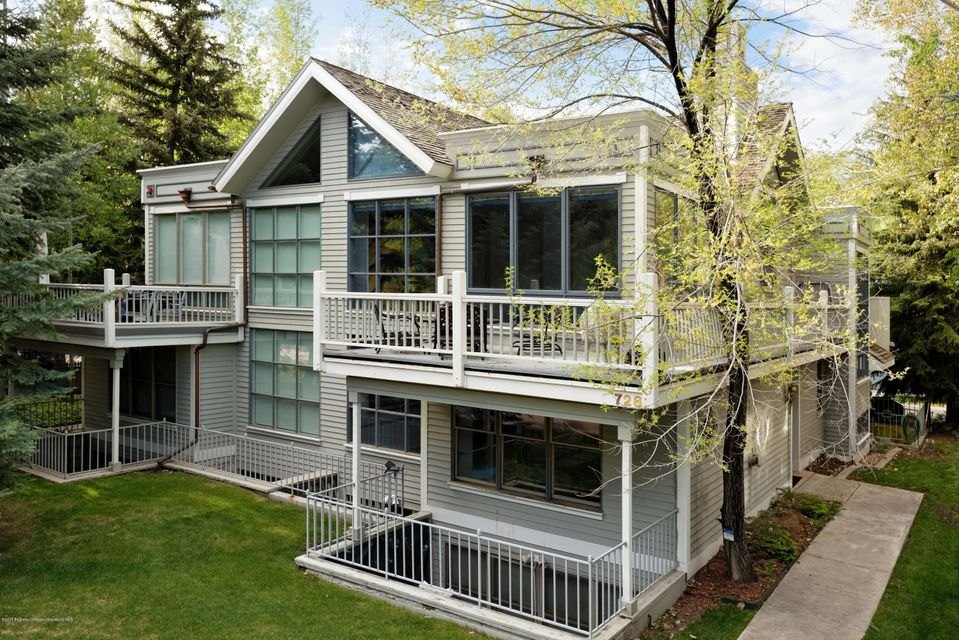 Located in Aspen's desirable West End, this 3 bedroom, 5 bathroomtownhome offers spacious quarters and close proximity to all that Aspenhas to offer. Walk to the Music Tent, the Aspen Meadows and Institute,the public golf course, and numerous hiking and biking trails. The largewindows and high ceilings provide abundant natural sunlight and views ofShadow Mountain. This 3 level townhome comes with a 2 car garage. The large deck is a wonderful setting for peaceand quiet throughout the year.