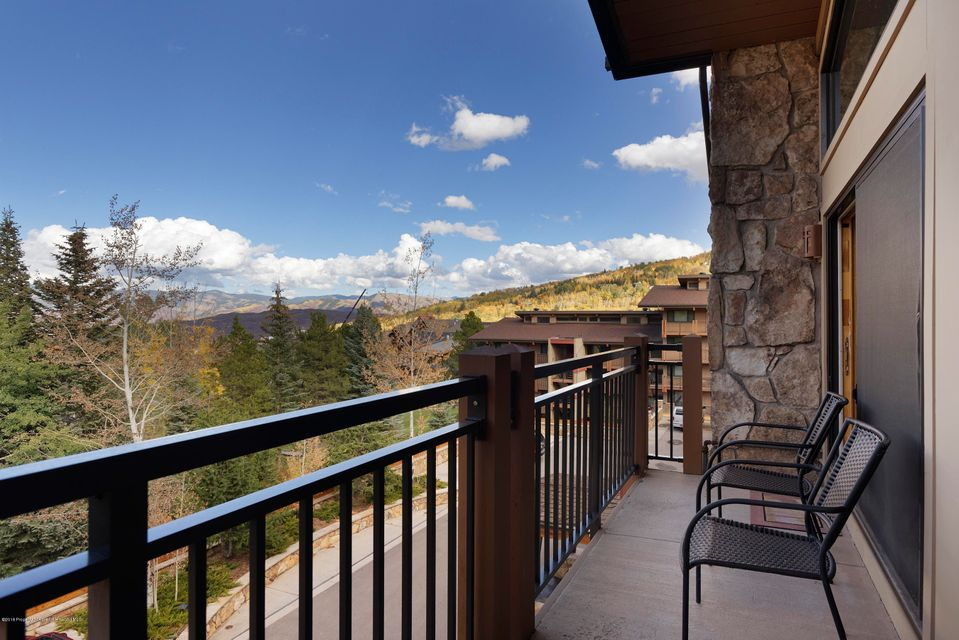 Ski In SKI Out Spacious Two-bedroom, two-bath updated condo with open floor plan, breakfast bar, and deck with views. After a full day skiing, enjoy full hotel concierge services including heated hot tub and pool, Awesome Fitness center and the Artisan restaurant and bar across the way and so much more. A great investment in family fun.Next to the Village Express lift at Fanny Hill