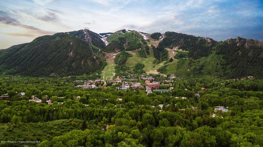 South facing views of Aspen Mountain