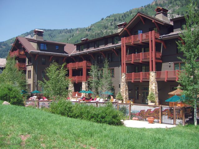 Spectacular Summer Interest includes 4 weeks total. 2 summer weeks, 1 winter week and one additional week to-be-determined. Located in the coveted Elk Horn Lodge. Enjoy the Willow Creek Bistro, athletic facility, outdoor pool, hot tub, fire pits, parking and ski valet, full service spa and free transportation via shuttle van. HOA fee includes taxes. 2019 weeks include: March 2nd, July 27th and August 3rd. 2020 weeks include: March 7th, August 8th, and August 15th (back to back summer weeks).