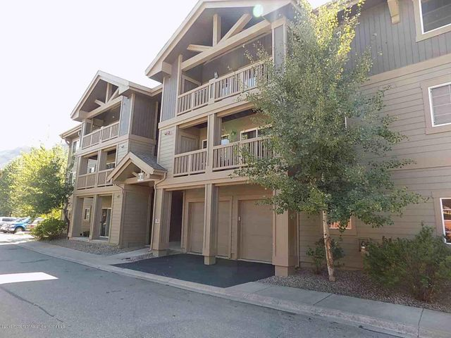 Top floor unit in great condition!  Great views to the north and located close to the river, soccer field, playgrounds and trails.  Vaulted ceilings, bright and open!  all appliances and window coverings included.  Tenants on a month to month lease, 30 day notice to vacate.HOA dues are $917/Qtr and include insurance (from walls out), landscape, maintenance, trash, water, sewer, unit gas heat.    Affordable living without all the maintenance!