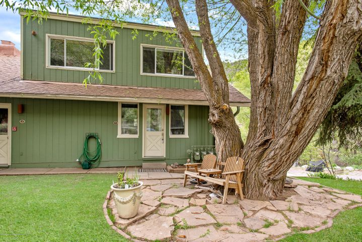 Large one bedroom, corner unit on the Roaring Fork River. Only 26 minutes to Aspen and 16 minutes to Basalt. Great opportunity to own in the Upper Roaring Fork Valley.