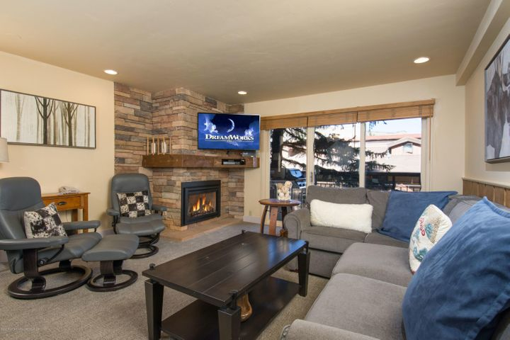This Premier rated unit at the Crestwood is just the one you have been waiting for!! Exquisitely decorated with beautiful artwork and top of the line furniture to make you feel right at home. Extremely cozy and your perfect mountain getaway, with new stainless steel appliances in the kitchen, comfortable lounge chairs and luxurious pull-out couch for those times when you have additional overnight guests in the living room, upgraded ski lockers for storage and only steps away from the ski service center and ski hill. The Crestwood boasts all the creature comforts you would expect from a top of the line resort. Heated swimming pool, 3 hot tubs, shuttle service to and from the airport, an onsite ski service center, gym, massage rooms and more. This slope side condo is move in ready, all you need to do is bring your suitcase.