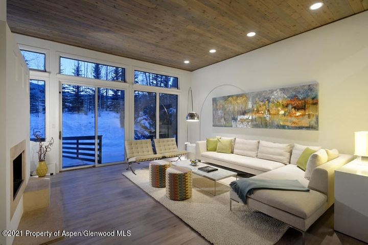 This completely renovated, 5,000+ SQFT 6 bedroom luxury home is perfect for anyone seeking the ultimate Aspen experience. The magnificent, 1000 SQFT master bedroom upper-level suite with stunning views is complemented by five additional bedrooms on two additional levels. A fresh, modern decor by a well-respected Aspen interior designer transforms the home into a sought-after refuge for those seeking privacy and proximity to all the major attractions of Aspen and Snowmass. Located at the end of a cul-de-sac in the quiet, residential neighborhood of Black Birch Estates, 55 Overlook is perfectly located for anything you may want to explore when making your home in Aspen.