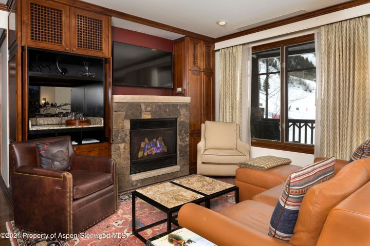 1/12 interest in a luxury condominium right at the base of Aspen Highlands ski area. Residence 2203 is a 3 bedroom end unit in the White River Lodge looking right up the slopes, with a balcony! Winter Interest #3 gets you 2 ski weeks, one summer week and one float week each year, on a rotating calendar. You get June 12-19 and December 11-25, 2021. June 18-25, 2022. Then New Year's .. December 31, 2022-January 14, 2023. The Fourth of July .. July 1-8, 2023! All the fabulous Ritz services and amenities including spa, pool, fitness center, restaurant concierge and shuttle. Trading privileges to other Ritz Residence Clubs in St. Thomas, Vail, Lake Tahoe and San Francisco. Affiliations with Marriott and 3rd Home give you a world of vacation opportunities.