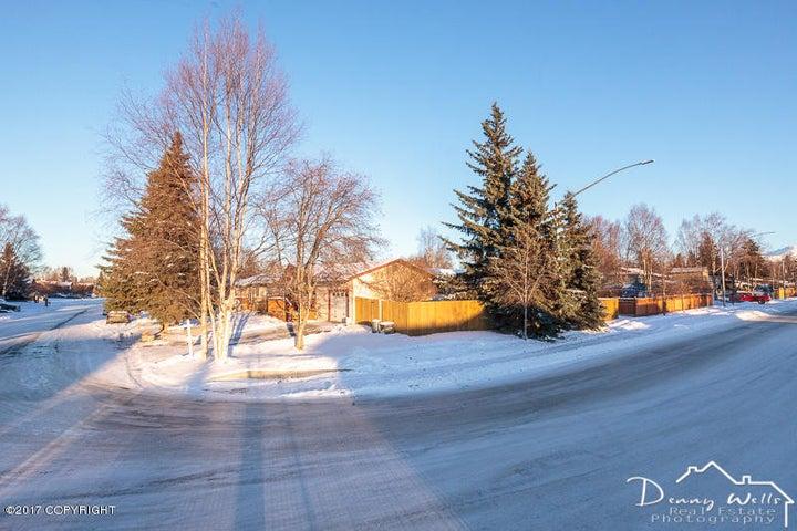7541 Chad Street, Anchorage, AK 99518