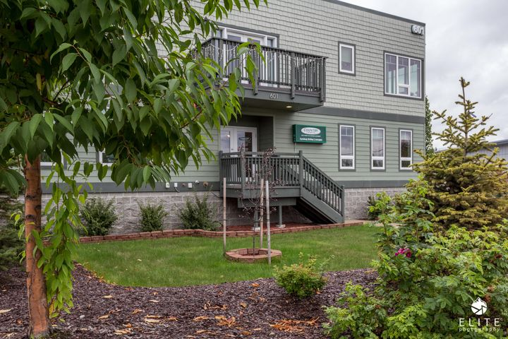 OFFERING COMMERICAL LEASE SPACE AND EXECUTIVE LIVING.