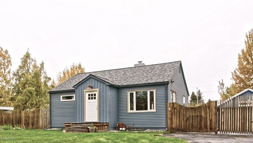 1209 W 45th Avenue, Anchorage, AK 99503