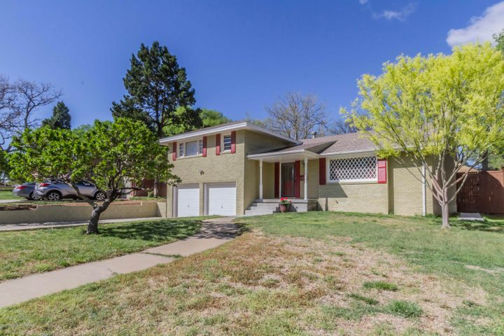 Great curb appeal! Extra deep garage. Peach trees.