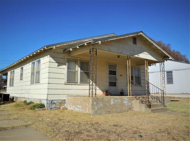 709 S Main St, Shamrock, TX 79079