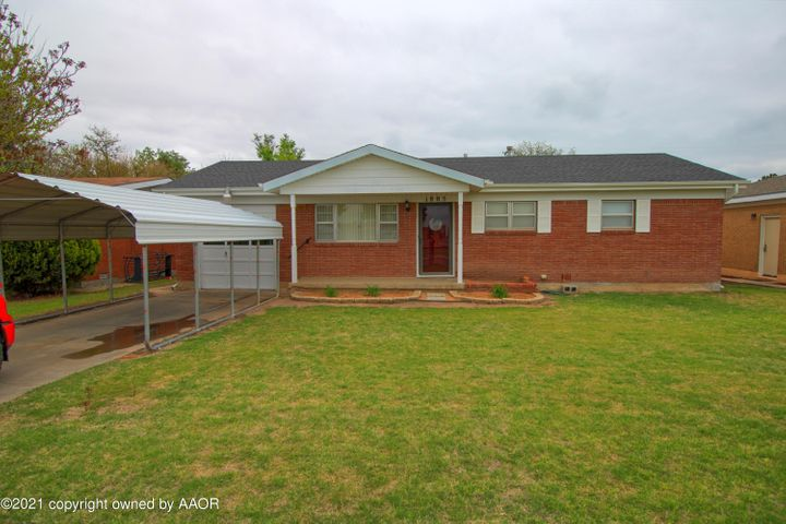 1805 S Grinnell St, Perryton, TX 79070