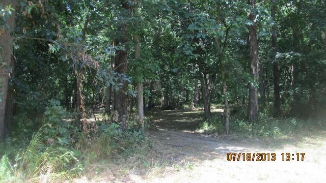 E Little Creek Road, Centralia, MO 65240